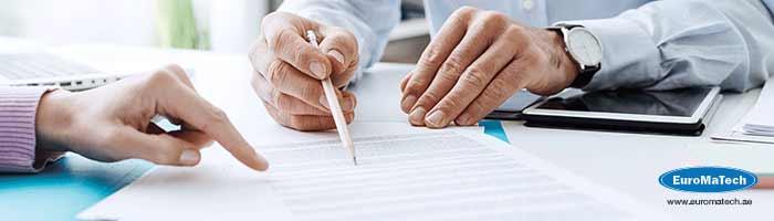 اعداد وادارة المناقصات وتحضير العقود وتقييم العروض