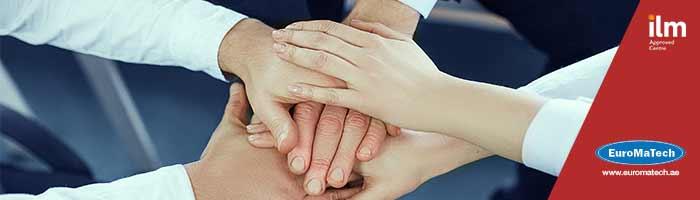 الممارسات القيادية الفعالة وبناء فرق عمل عالية الأداء
