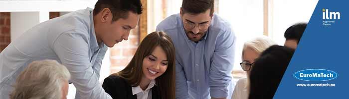 القيادة والأداء المتميز وأساليب تحقيق الإنجاز للمشرفين